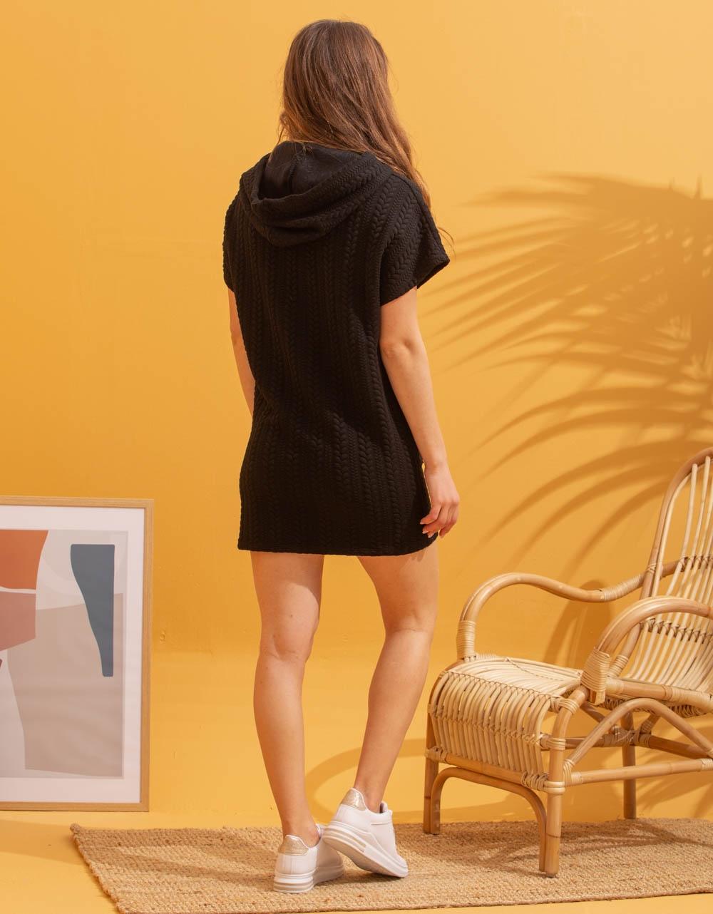 Εικόνα από Γυναικείο φόρεμα πλέκτο με ανάγλυφο σχέδιο Μαύρο