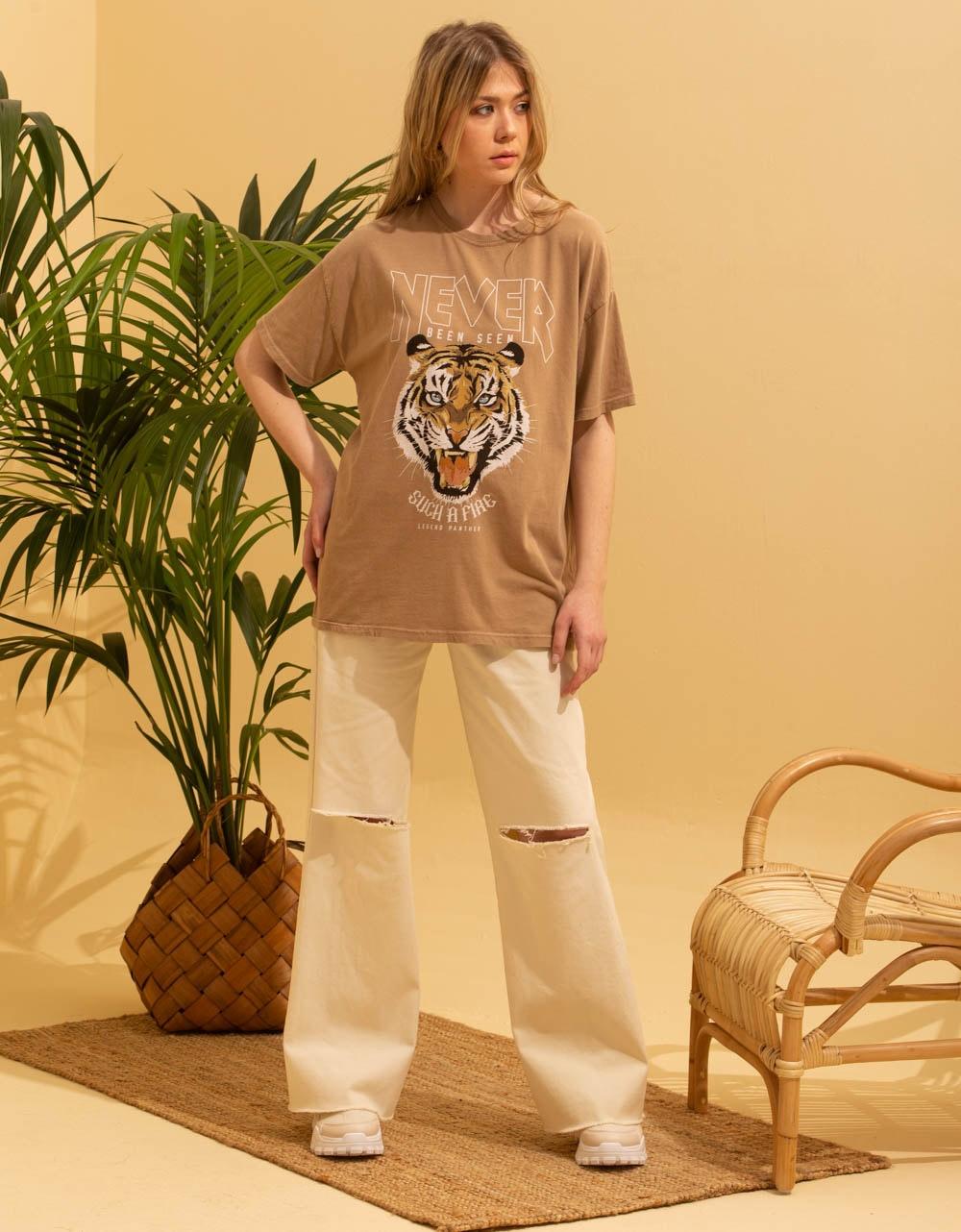 Εικόνα από Γυναικεία κοντομάνικη μπλούζα με στάμπα τίγρη Μπεζ