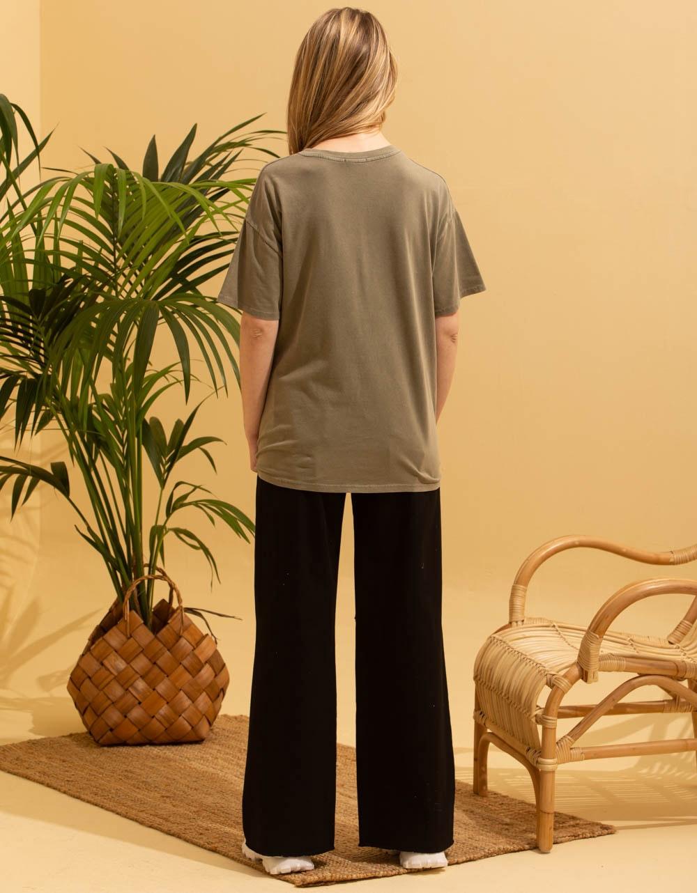 Εικόνα από Γυναικεία κοντομάνικη μπλούζα με στάμπα τίγρη Χακί
