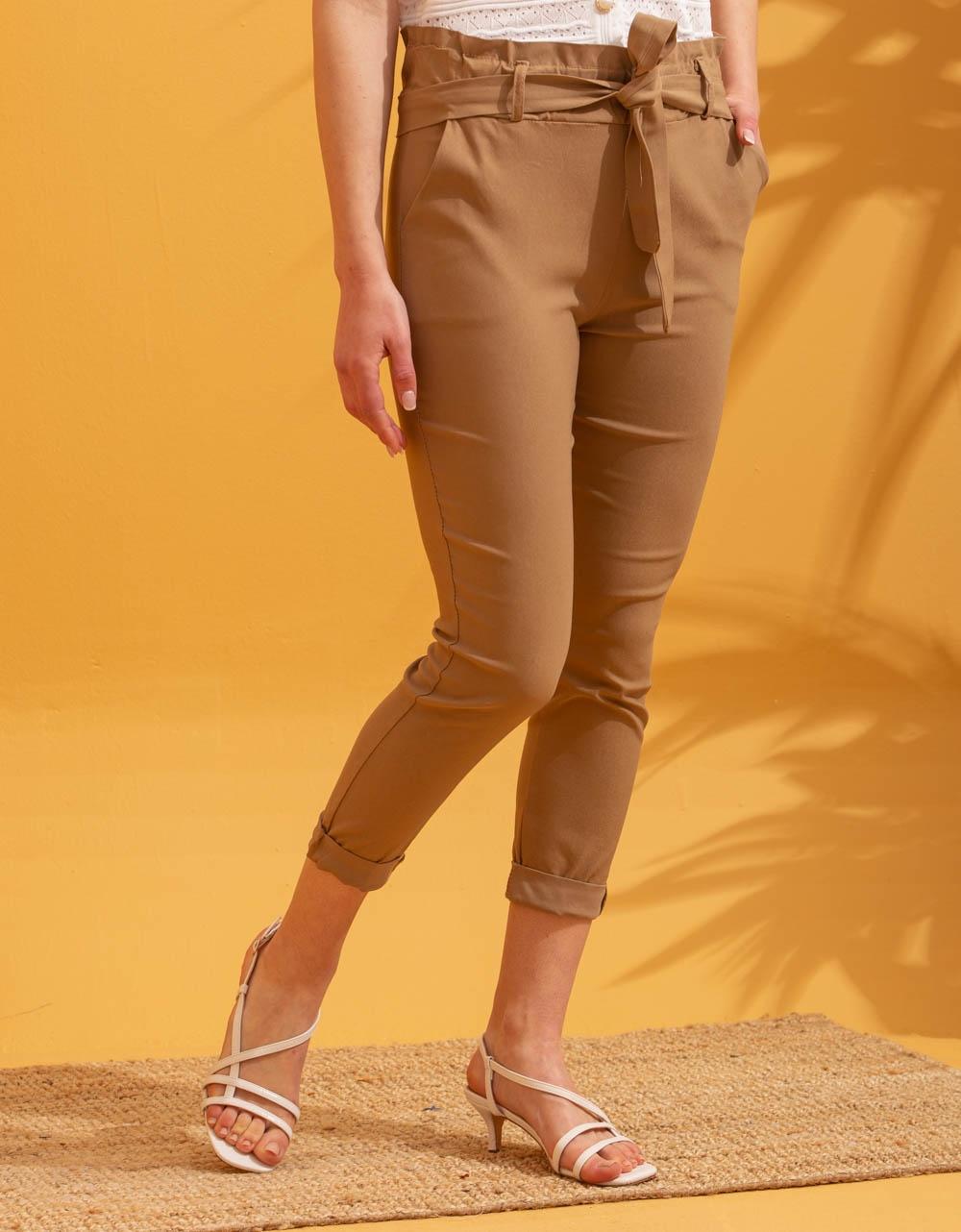 Εικόνα από Γυναικείο παντελόνι ψηλόμεσο με ζωνάκι Μπεζ