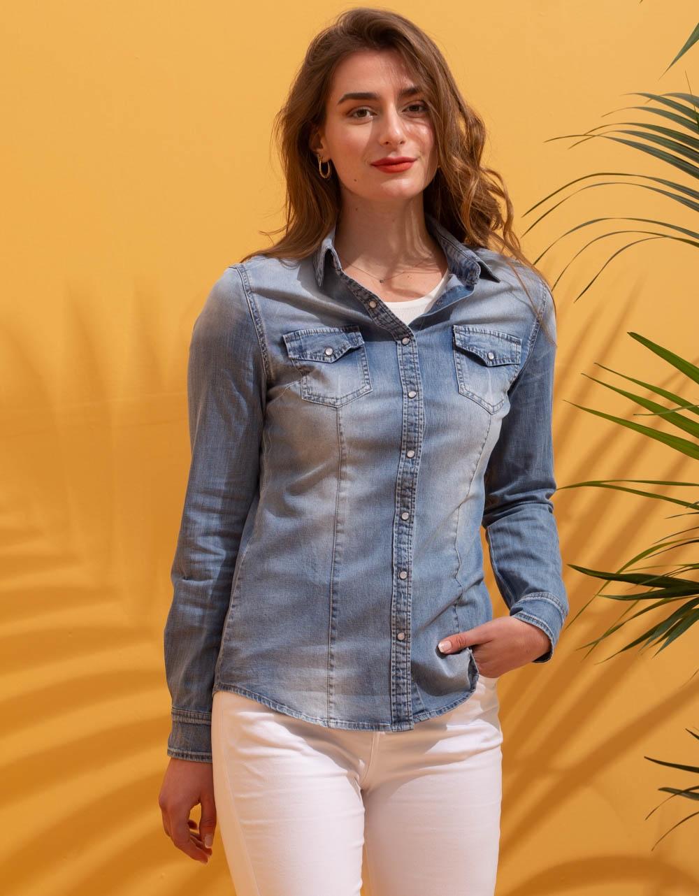 Εικόνα από Γυναικείο πουκάμισο σε ίσια γραμμή Τζιν