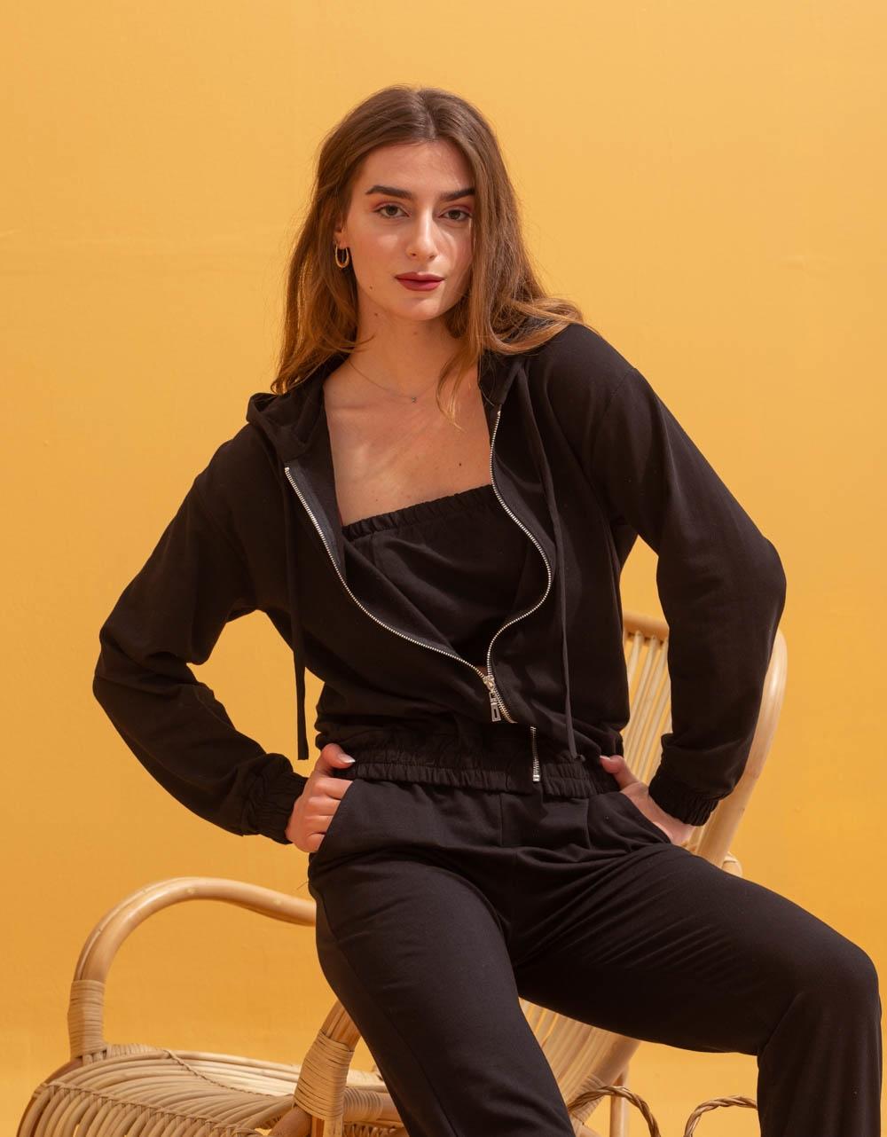 Εικόνα από Γυναικεία σετ ρούχων παντελόνι & μπλουζάκι Μαύρο
