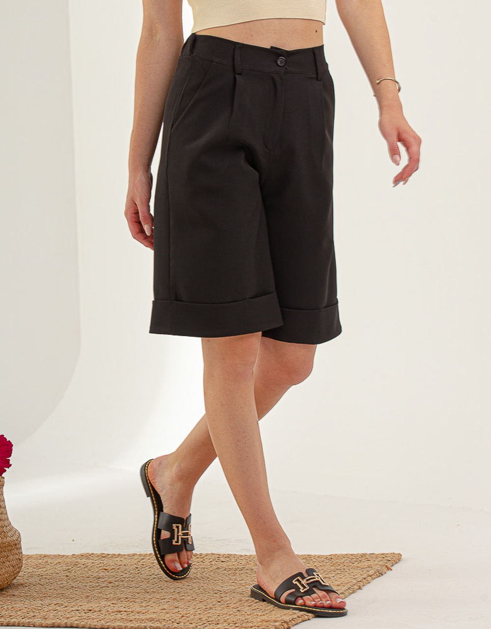Εικόνα από Γυναικειά βερμούδα με τσέπες Μαύρο