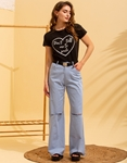 Εικόνα από Γυναικείo παντελόνι καμπάνα με σκίσιμο στο γόνατο Σιέλ
