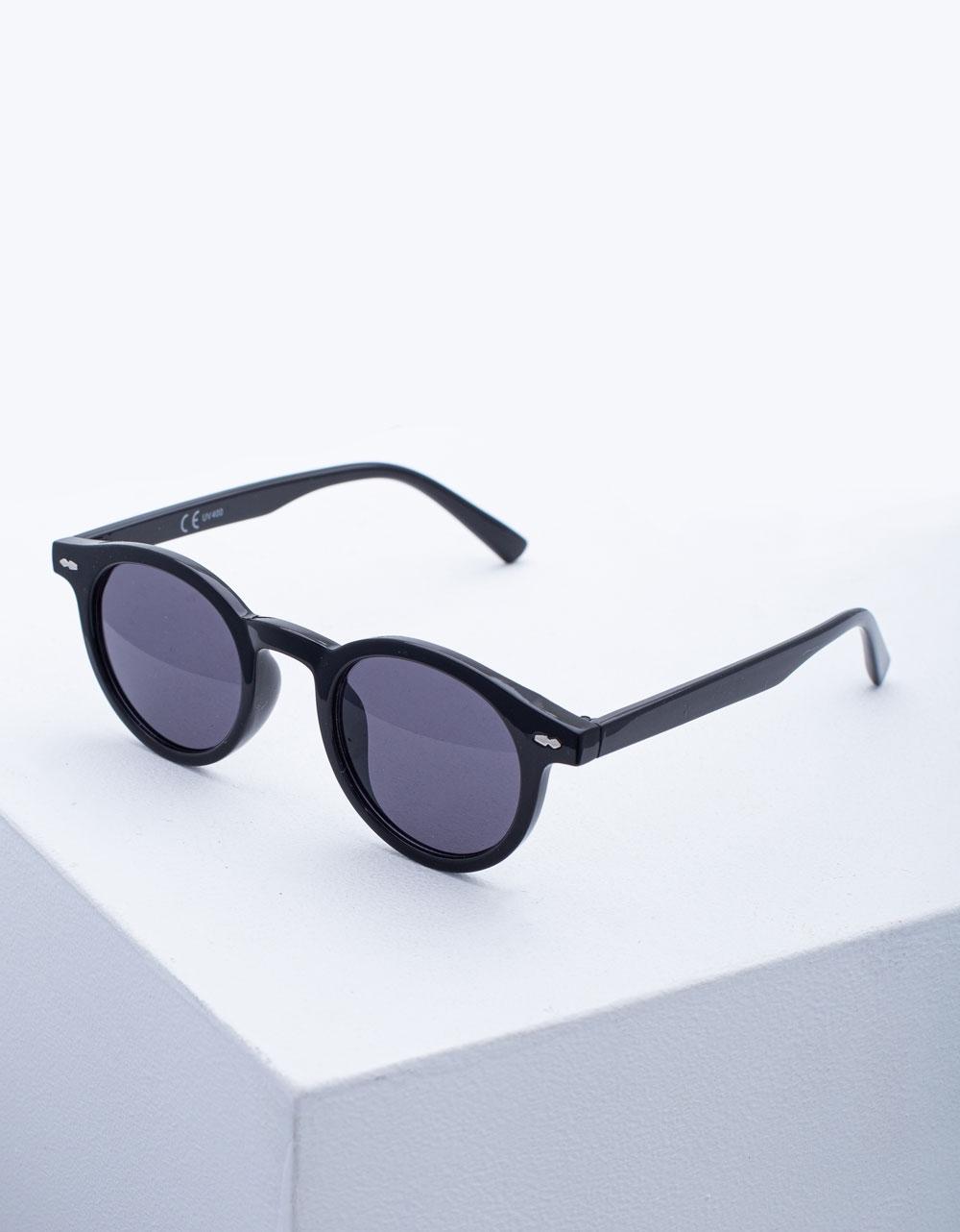 Εικόνα από Γυναικεία γυαλιά ηλίου σε στρογγυλό σχήμα Μαύρο