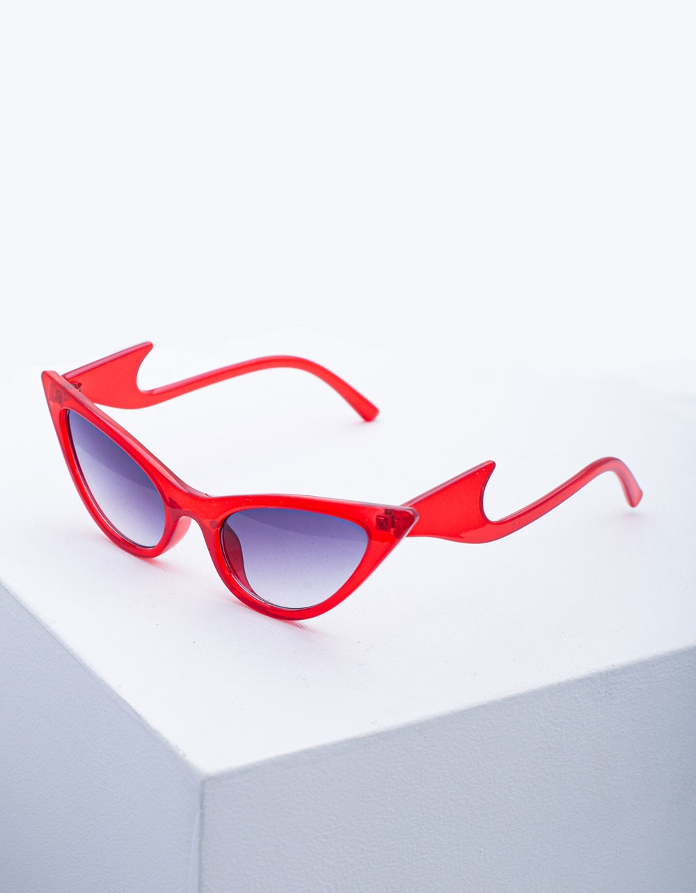 Εικόνα από Γυναικεία γυαλιά ηλίου με σχέδιο στο σκελετό Κόκκινο