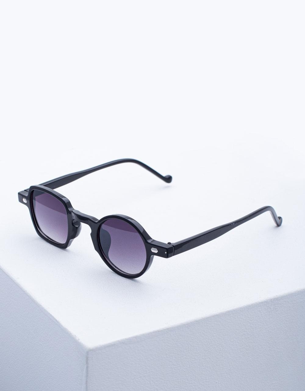 Εικόνα από Γυναικεία γυαλιά ηλίου με διαφορετικό σχήμα Μαύρο