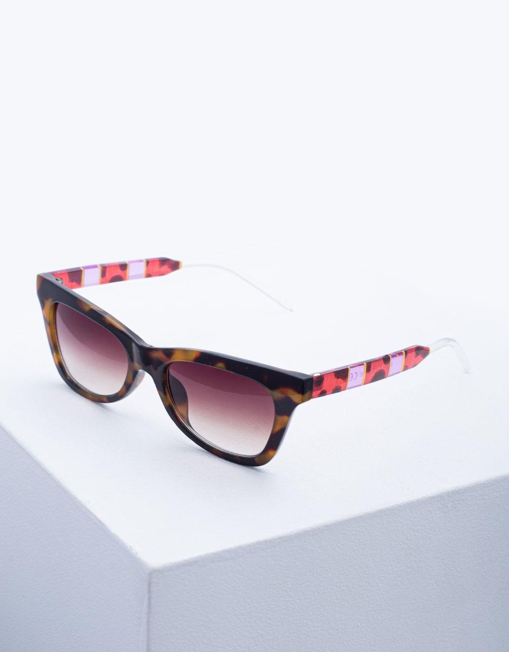 Εικόνα από Γυναικεία γυαλιά ηλίου σε συνδυασμό χρωμάτων Λεοπάρ
