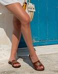 Εικόνα από Γυναικεία σανδάλια από γνήσιο δέρμα με μεταλλική αγκράφα Μπορντώ