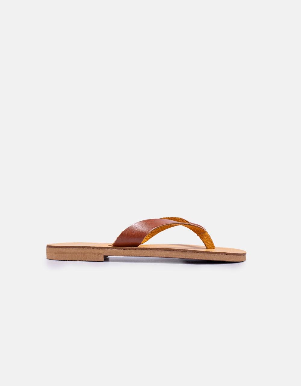 Εικόνα από Γυναικεία δερμάτινα σανδάλια μονόχρωμα σε απλή γραμμή Ταμπά