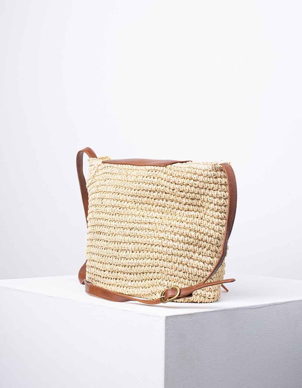 Εικόνα από Γυναικεία τσάντα ώμου & χιαστί ψάθινη με διακοσμητικό φουντάκι Μπεζ