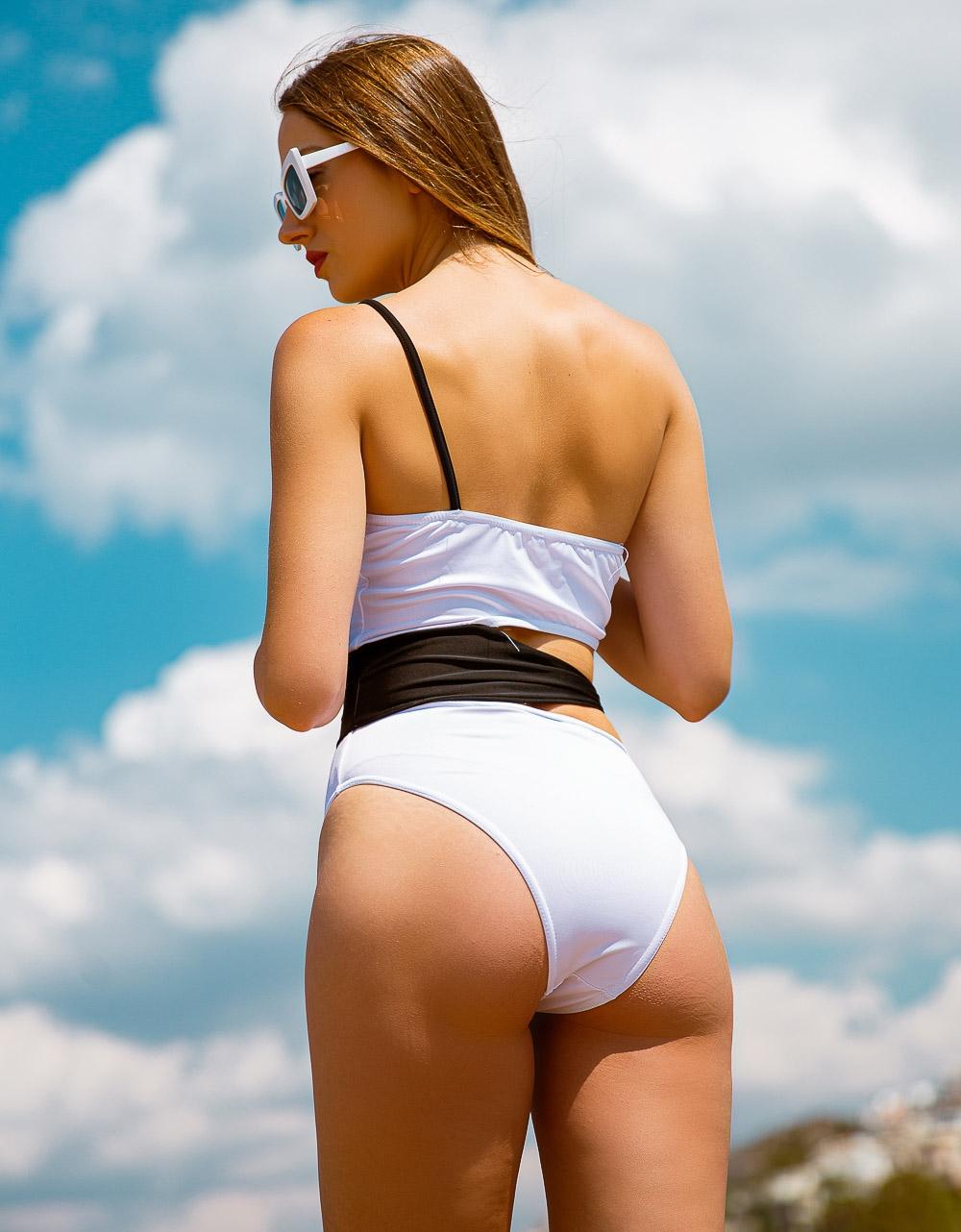 Εικόνα από Γυναικείο ολόσωμο μαγιό με διχρωμία και ανοίγματα Λευκό