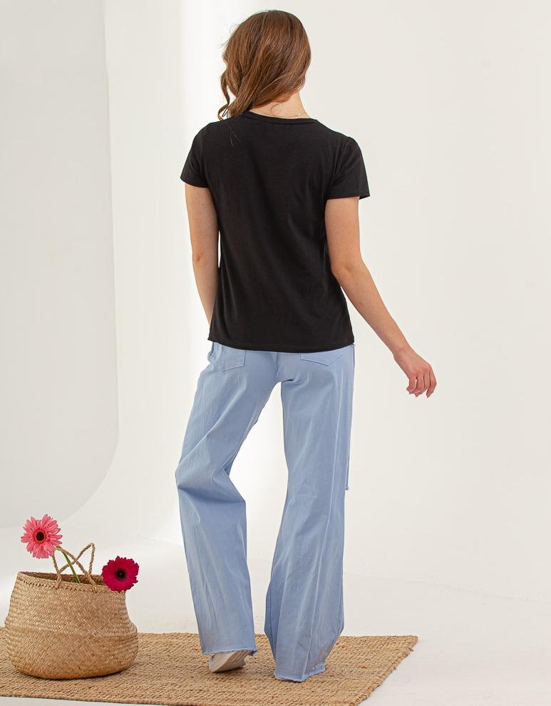 Εικόνα από Γυναικεία μπλούζα κοντομάνικη Μαύρο