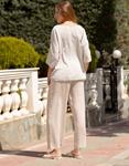 Εικόνα από Γυναικεία μπλούζα μονόχρωμη με αξεσουάρ Μπεζ