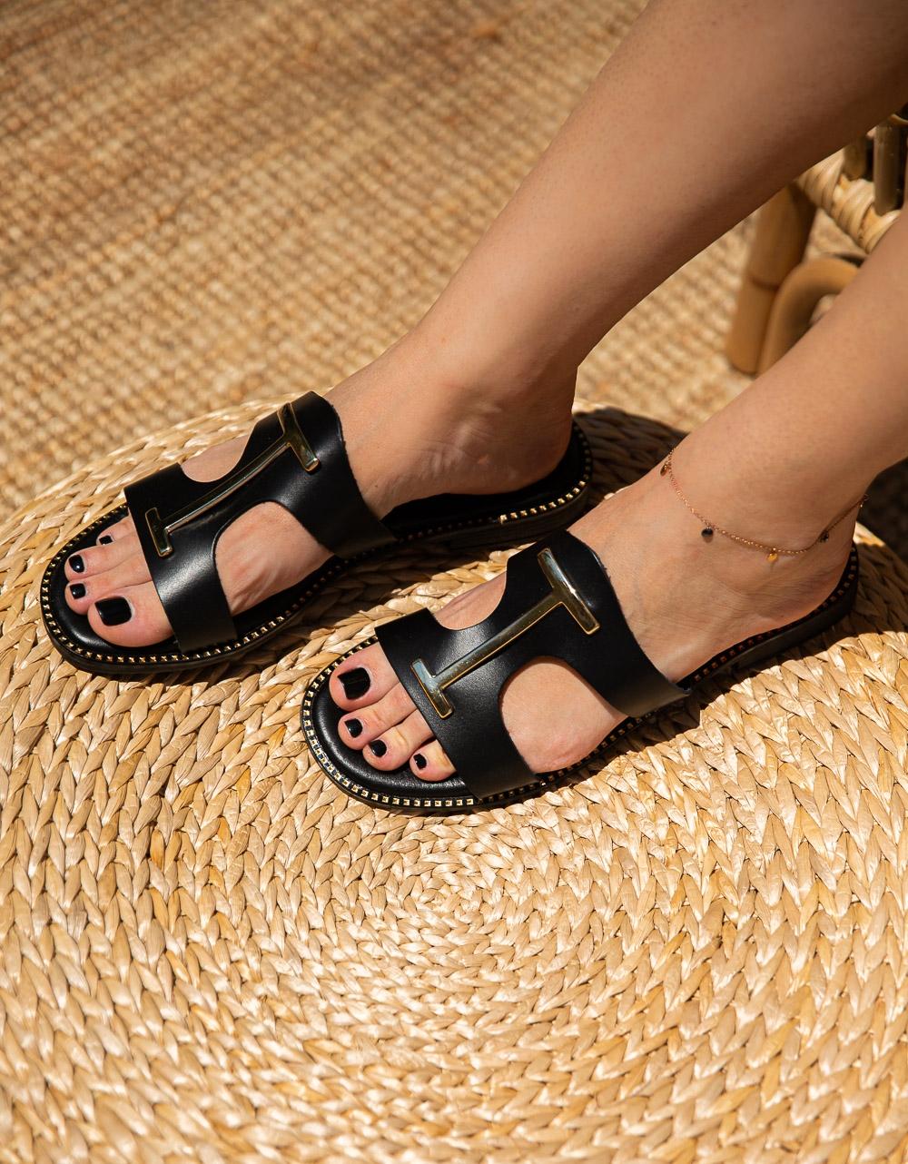 Εικόνα από Γυναικεία σανδάλια από γνήσιο δέρμα με μεταλλική αγκράφα Μαύρο