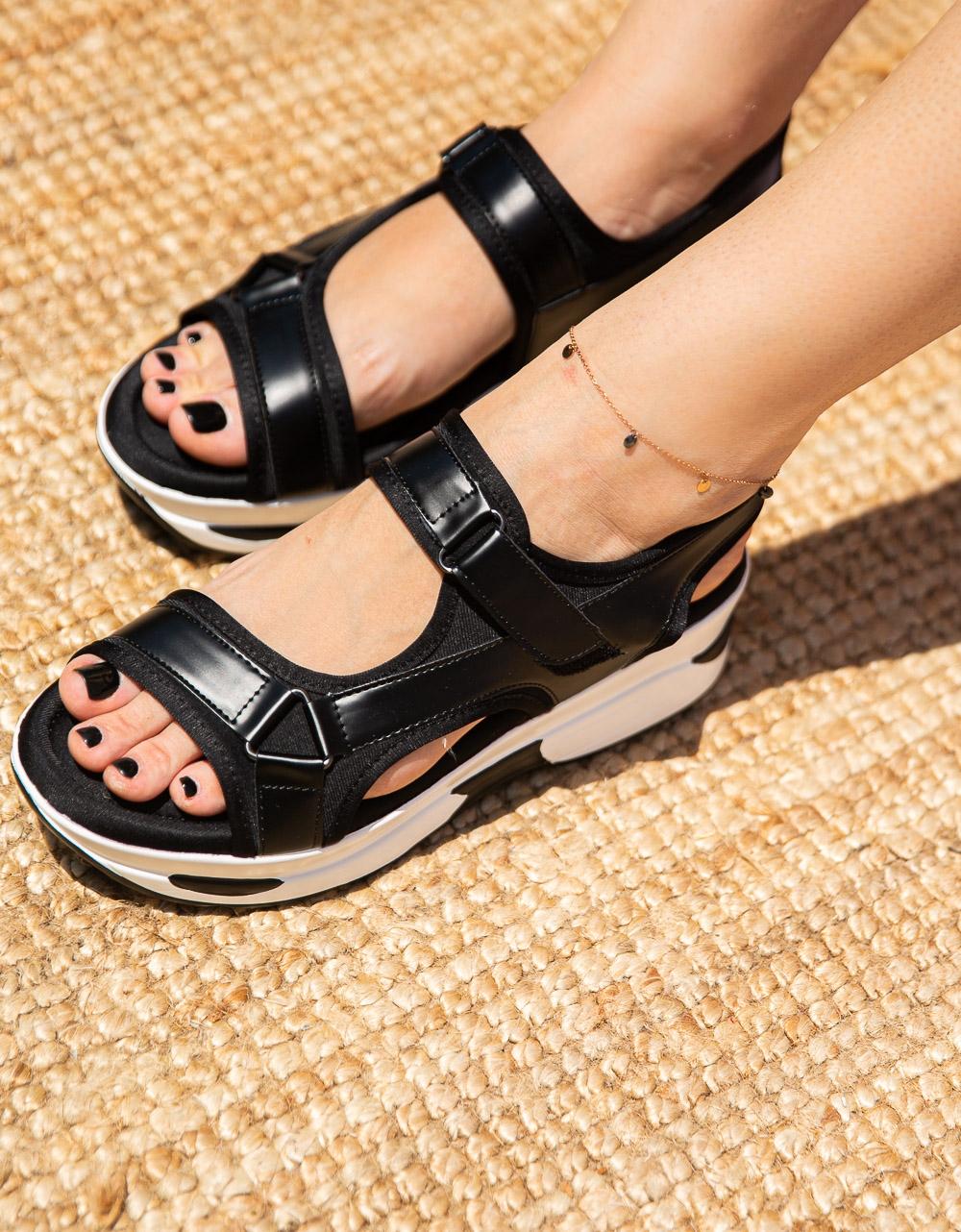 Εικόνα από Γυναικεία σανδάλια με velcro Μαύρο