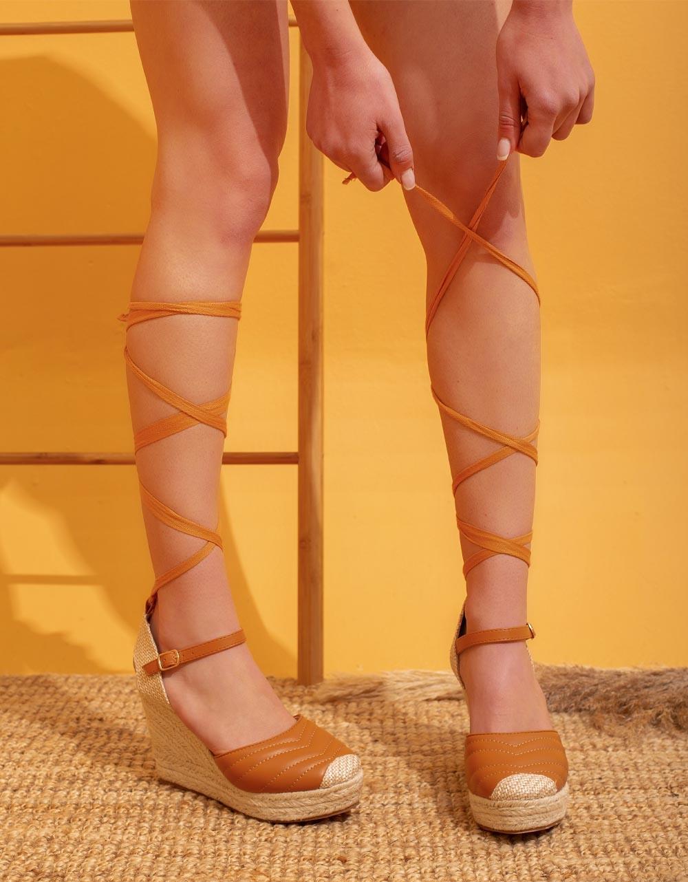 Εικόνα από Γυναικείες εσπαντρίγιες lace up με καπιτονέ σχέδιο Ταμπά