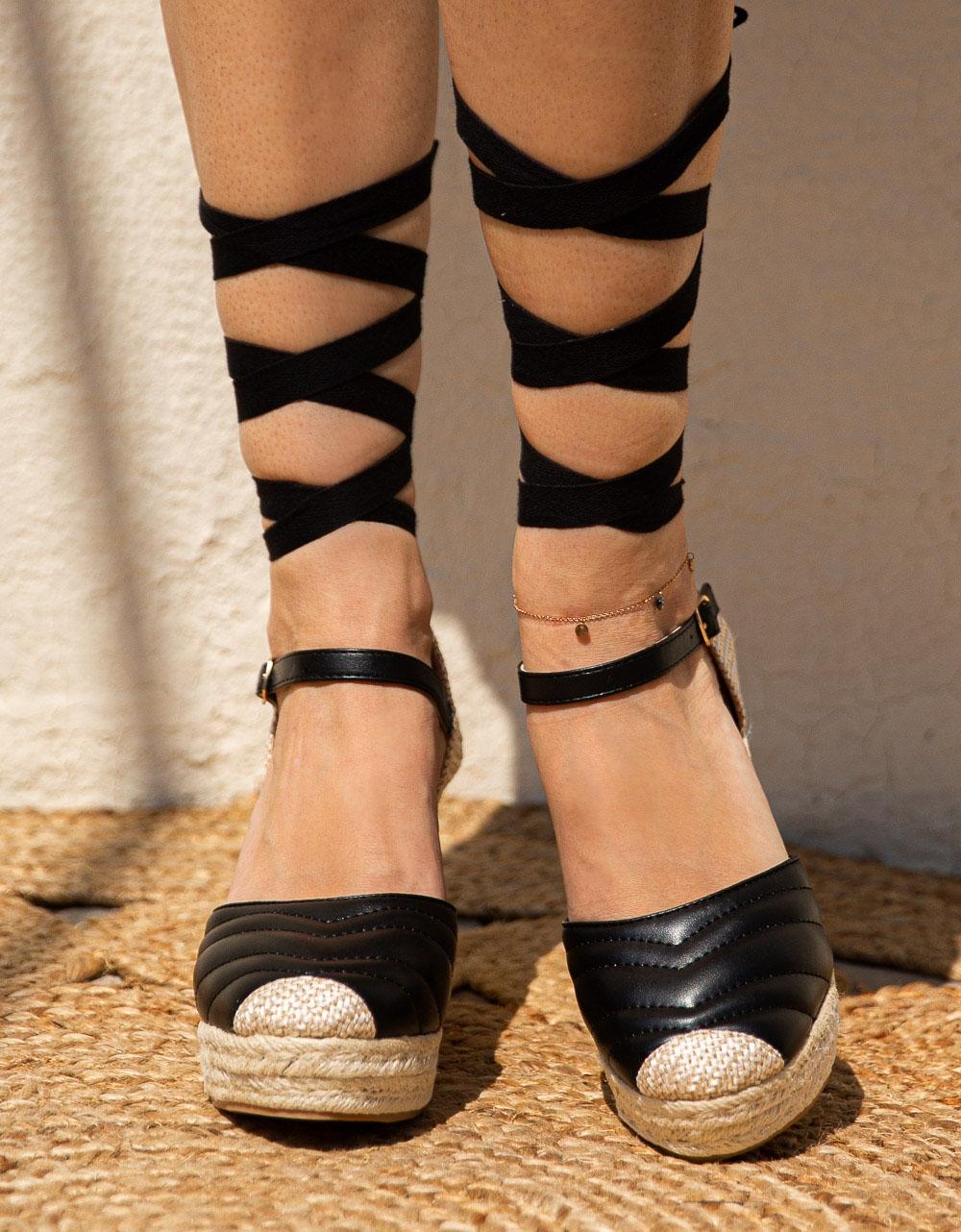 Εικόνα από Γυναικείες εσπαντρίγιες lace up με καπιτονέ σχέδιο Μαύρο