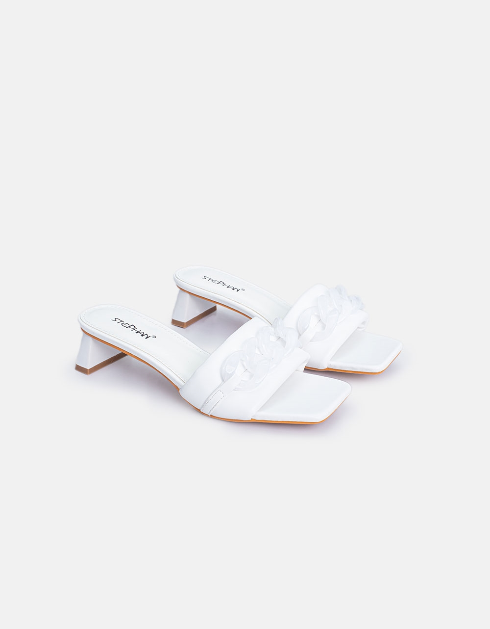 Εικόνα από Γυναικεία mules με oversized αλυσίδα στην φάσα Λευκό