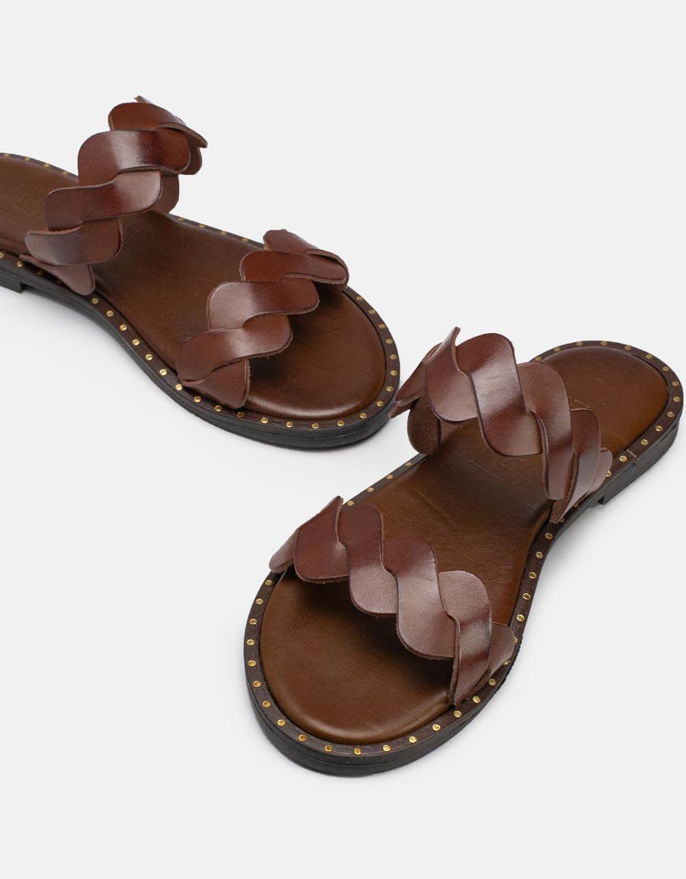 Εικόνα από Γυναικεία σανδάλια από γνήσιο δέρμα με πλεκτές φάσες Μπορντώ