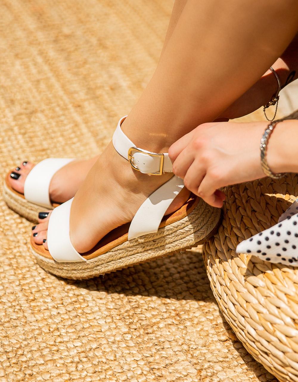Εικόνα από Γυναικεία σανδάλια με μπαρέτα Λευκό