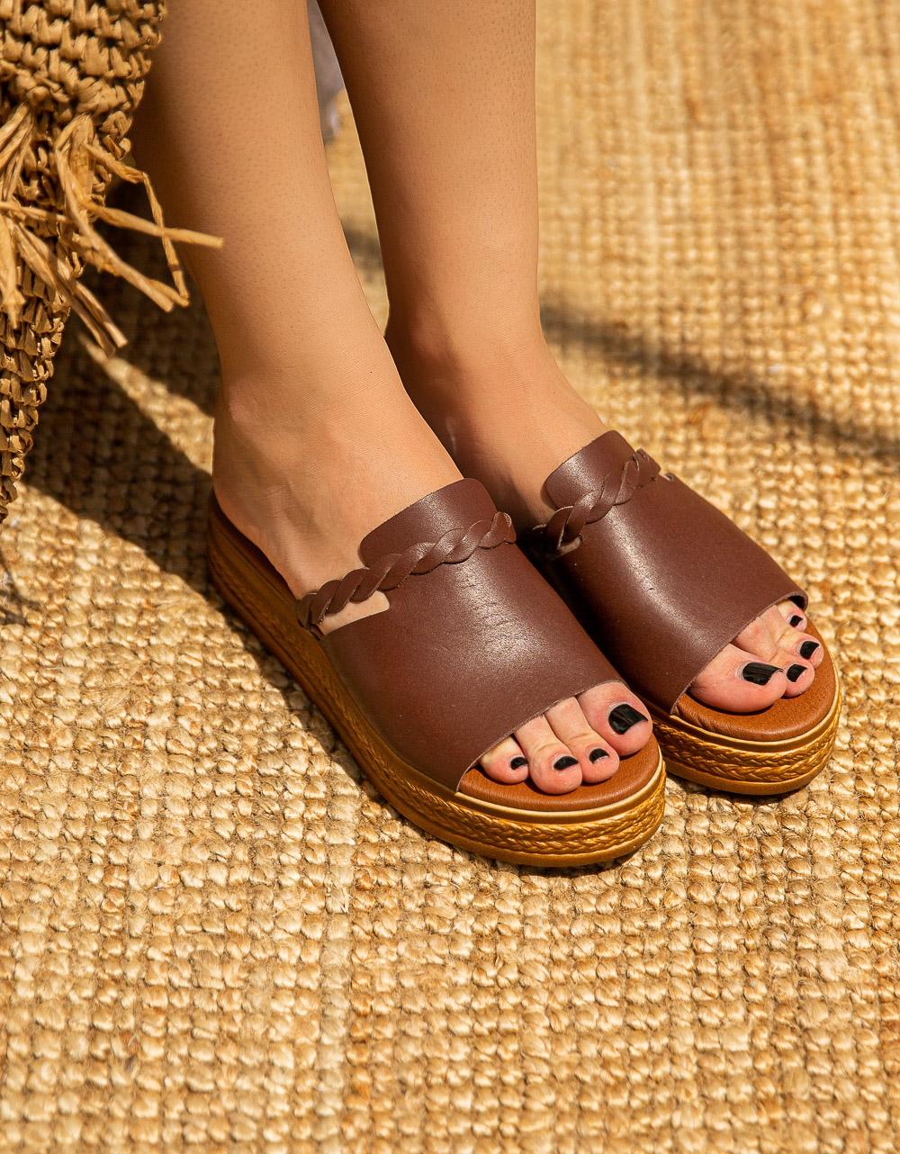 Εικόνα από Γυναικεία σανδάλια από γνήσιο δέρμα με φάσα και κοτσιδάκι Καφέ