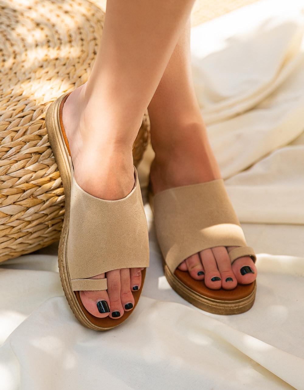 Εικόνα από Γυναικεία σανδάλια από γνήσιο δέρμα με φαρδιά φάσα Μπεζ