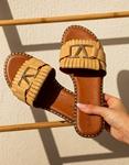 Εικόνα από Γυναικεία σανδάλια με μεταλλική λεπτομέρεια Μπεζ