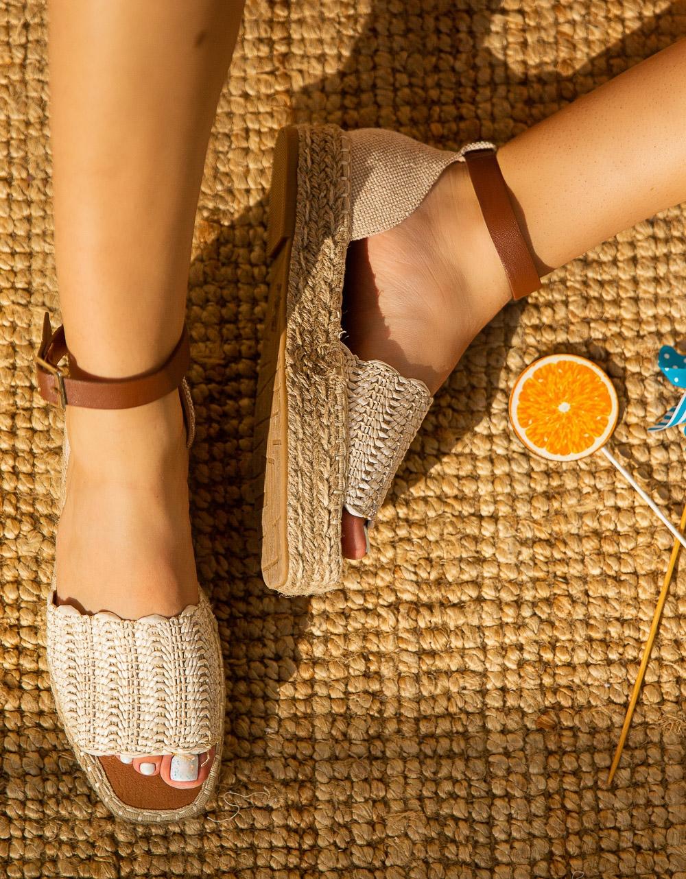 Εικόνα από Γυναικείες εσπαντρίγιες με μπαρέτα Μπεζ