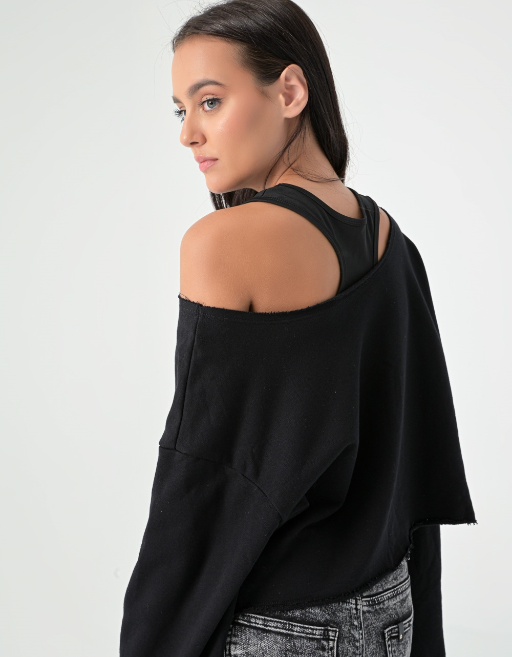 Εικόνα από Γυναικεία μπλούζα φούτερ σε φαρδιά γραμμή Μαύρο