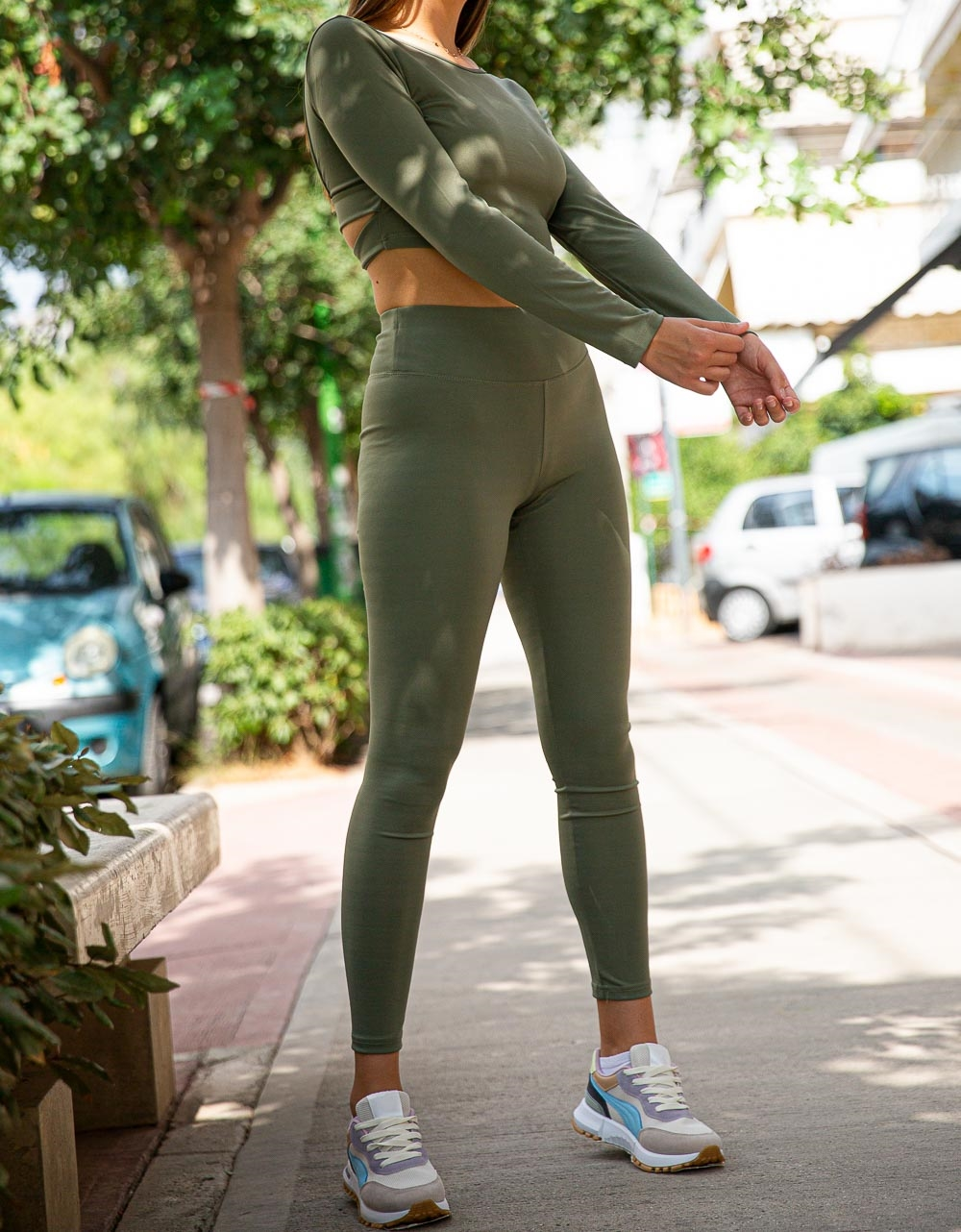 Εικόνα από Γυναικείo σετ κολάν και crop top με δέσιμο στην πλάτη Πράσινο