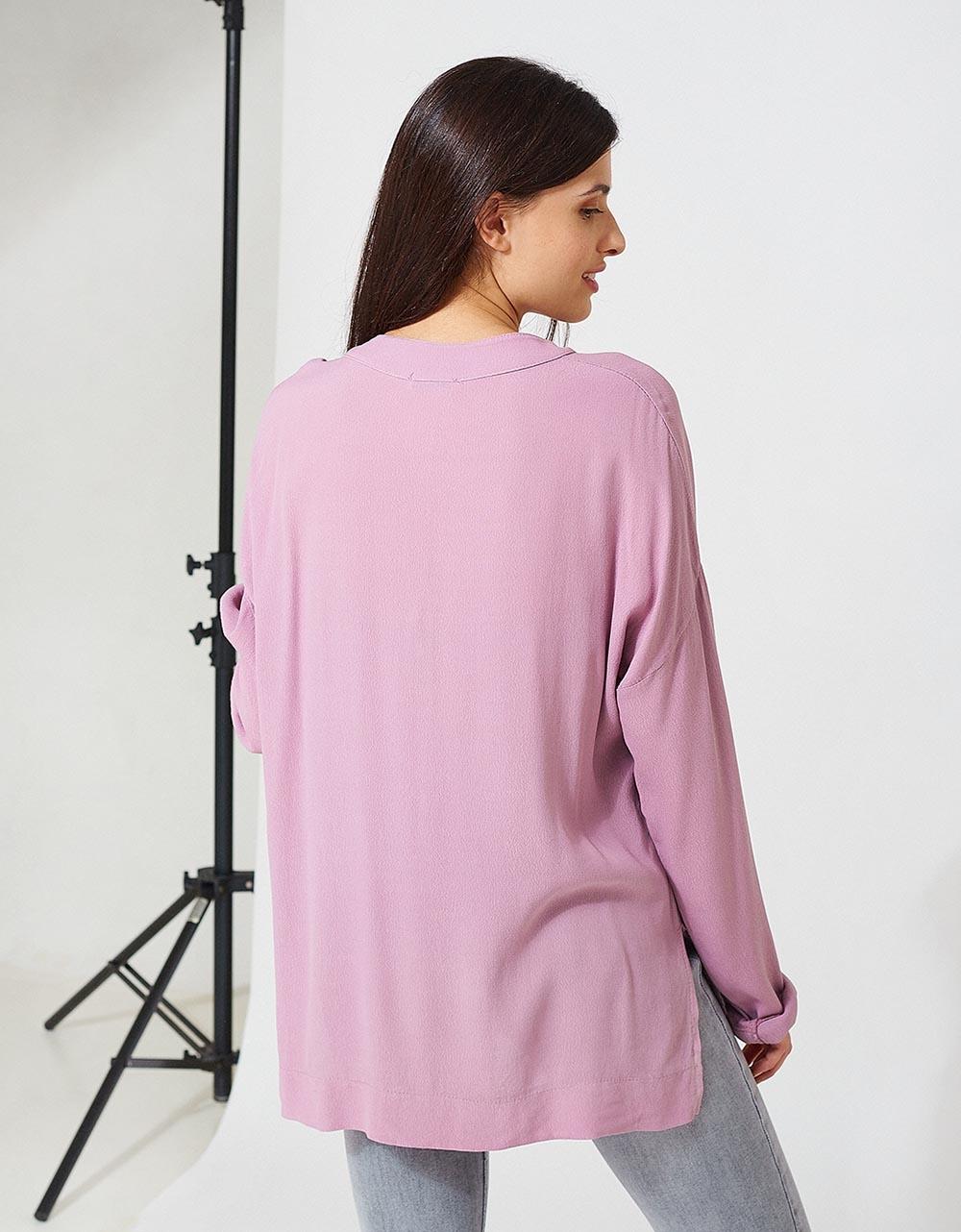 Εικόνα από Γυναικεία μπλούζα σε άνετη γραμμή με κουμπιά Λιλά