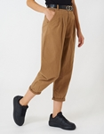 Εικόνα από Γυναικείο παντελόνι με πιέτες Μπεζ