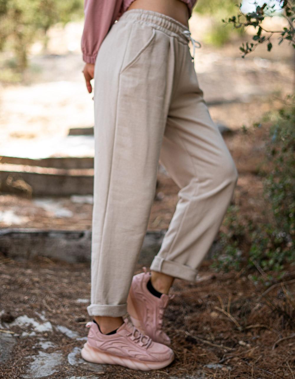 Εικόνα από Γυναικεία φόρμα μονόχρωμη Μπεζ